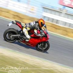 Foto 2 de 24 de la galería ducati-899-panigale-vs-audi-r8-v10-plus en Motorpasion Moto