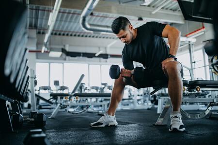 Una rutina de entrenamiento full-body en el gimnasio para bajar las torrijas