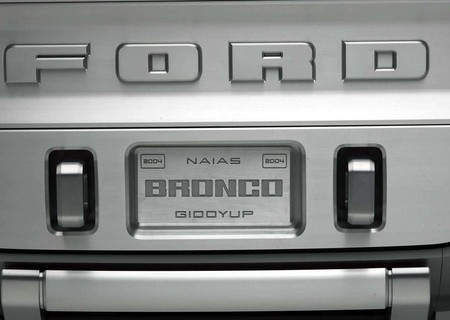 Ford Bronco Concept 2004 1600 1c