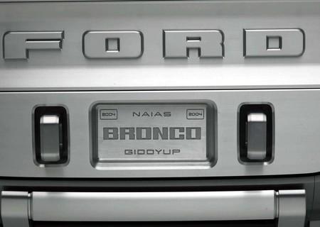 Ford Bronco Concept 2004 1600 1c