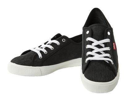 Por sólo 14,99 euros podemos hacernos con las zapatillas   Levi's   Malibú en Amazon