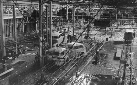 Fábrica Peugeot tras el bombardeo Aliado