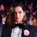 Ana de Armas capta todas las miradas con un original look en el estreno de Knives Out en Londres