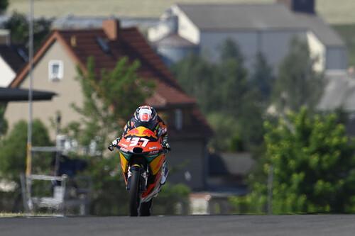 ¡Épico! Pedro Acosta remonta para ganar su cuarta carrera en Moto3 y dejar muy encarrilado el mundial