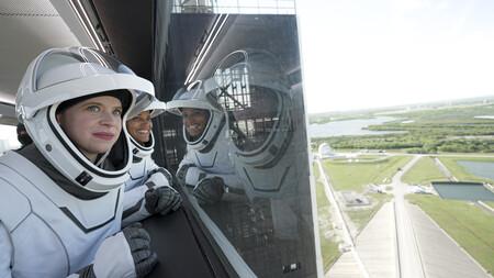 SpaceX hace historia: envía a órbita con éxito la primera misión tripulada totalmente civil