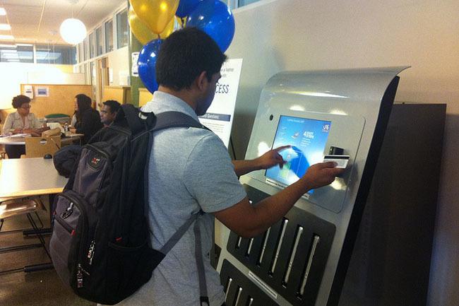 Máquina vending de MacBooks en Drexler