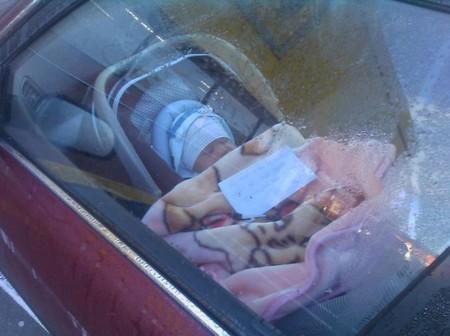 Bebé encerrado coche Nueva Zelanda
