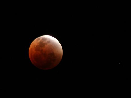 ¿Por qué el eclipse total de la superluna de hoy es especial (y lo será hasta 2033)?