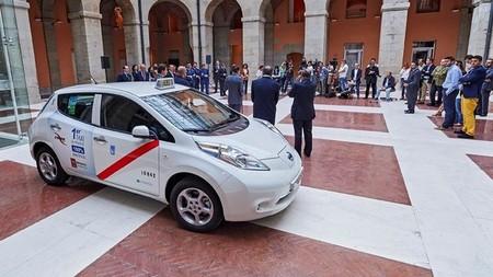 El primer taxi eléctrico de Madrid ha ahorrado en combustible 200 euros en un mes