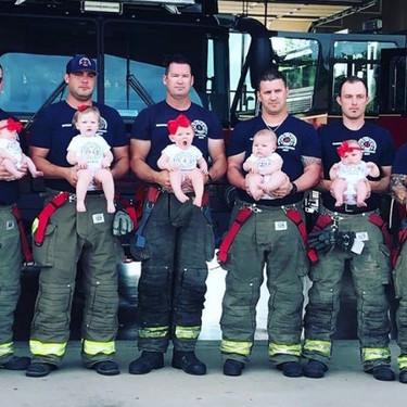 La paternidad también es contagiosa: siete bomberos han sido padres de siete bebés en 14 meses