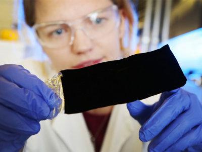 Un agujero negro en la palma de tu mano: qué es el Vantablack y para qué resulta útil