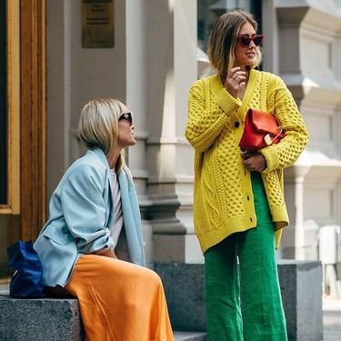 El street style se está echando la mejor partida de parchís, porque estos colores se mezclan solos