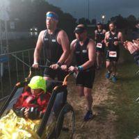 Juntos hasta el final: finalizó un triatlón Ironman junto a su hijo con distrofia muscular
