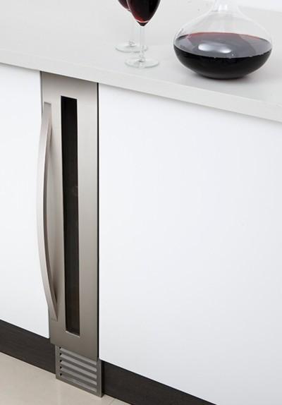 Refrigerador para vinos en el espacio de un botellero