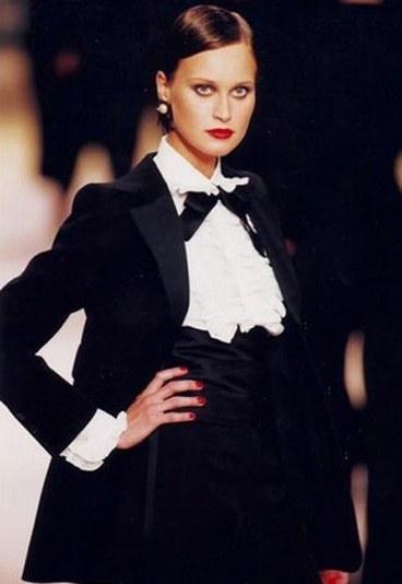 El Smoking femenino de YSL: 'es estilo y no una moda'