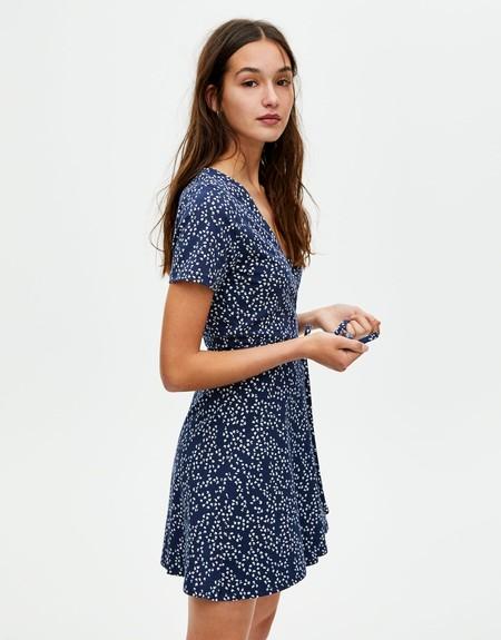 Estos son los vestidos y el calzado de verano de Zara, Mango o Bershka que arrasan en 21 buttons