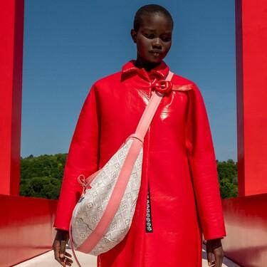 Louis Vuitton presenta su colección Crucero 2022 con un aura pop que nos hace viajar a la década de los 60