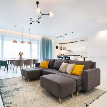 Muchos matices de grises en este apartamento del centro de Bucarest