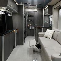 Airstream se supera con una furgoneta camper Mercedes-Benz Sprinter extensible y a todo lujo por más de 200.000 euros