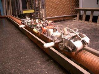 Robots que revisan las líneas de alta tensión
