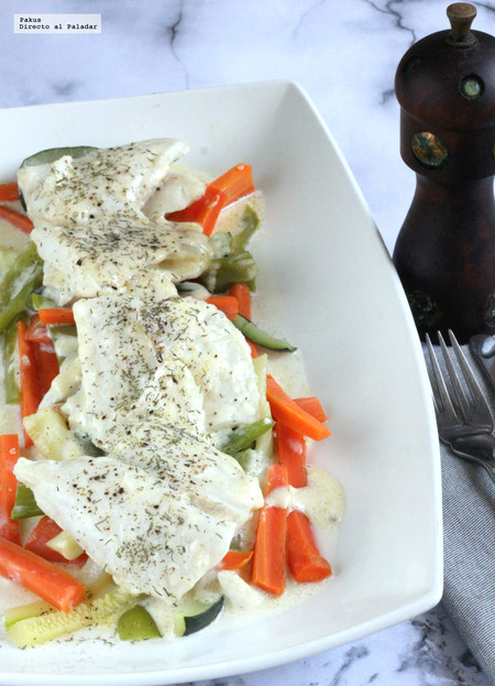 Abadejo en salsa blanca con verduras. Receta ligera