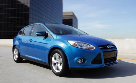 Ford-Focus-2011-berlina-1