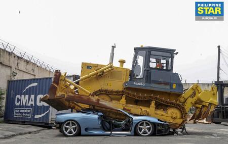 El Ferrari Spider aplastado por un bulldozer