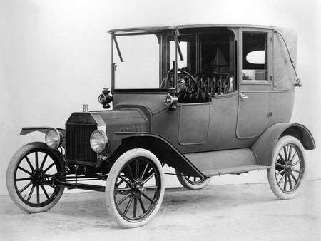 Este vídeo de la fabricación de neumáticos del Ford Model T en 1922 es lo más vintage que verás hoy