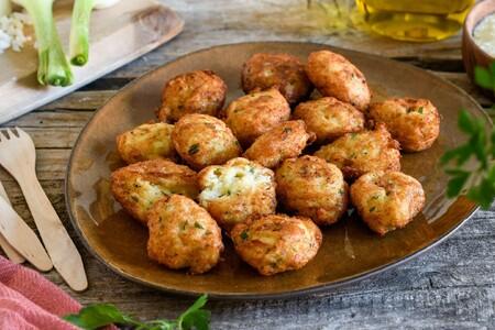 Esta es la receta más fácil y jugosa de buñuelos de bacalao y patata