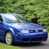 Alguien ha pagado 62.000 dólares por este Volkswagen Golf R32 de 2004: el doble de su precio original, pero a 'estrenar'