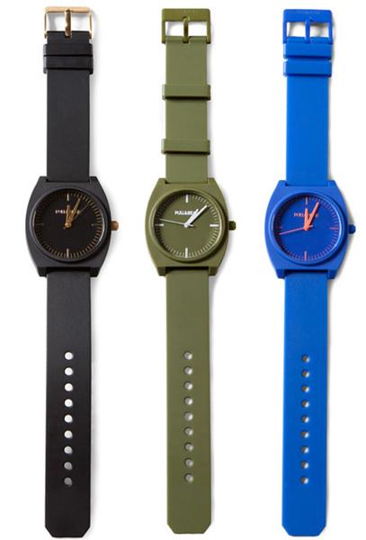 Relojes de colores en Pull and Bear