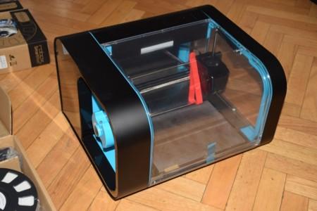 Detalle de la impresora. En rojo una de las piezas de sujección del cabezal para su transporte
