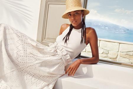 Siete faldas blancas (e impolutas) de H&M perfectas para estrenar este verano