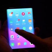 Un supuesto smartphone plegable de Xiaomi aparece en vídeo dejándonos ver una apuesta distinta a lo mostrado por Samsung