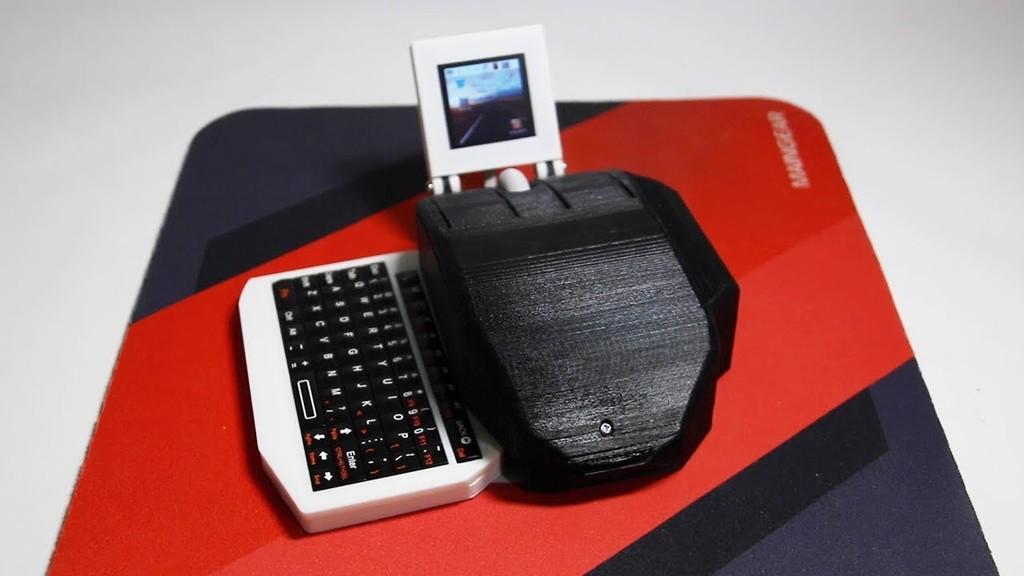 Este ratón no es como cualquier otro, tiene pantalla, teclado retráctil y sirve como un ordenador completamente operativo