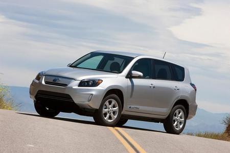 Toyota lanza un agresivo plan de rebajas del RAV4 EV