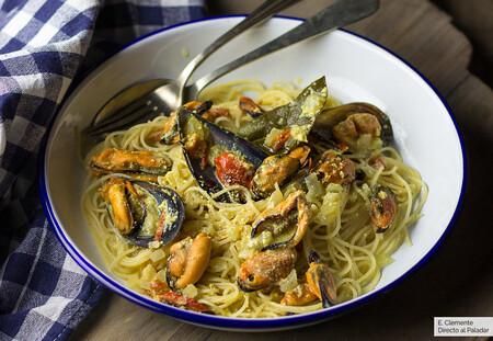 Espaguetis con mejillones y salsa de curry: receta de pasta fácil y original para salir de la rutina de siempre
