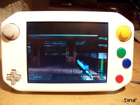 Otra obra maestra del modding, la 'Nintendo 64 Portátil'