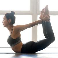 Postura del arco de Yoga o Dhanurasana: aprende a hacerla paso a paso