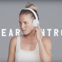 Apple sigue con la campaña #GotNoStrings, este es el último anuncio de los Beats Solo3 Wireless