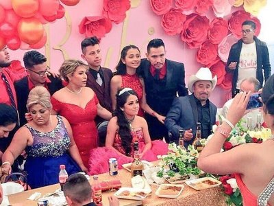 """Los """"XV de Rubi"""", la fiesta de quinceañera mexicana que se hizo viral y se fue de las manos"""