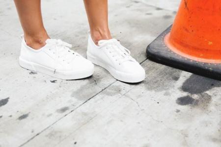 No me pises que llevo zapatillas... Blancas