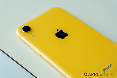 iPhone XR 02