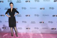 Katy Perry fina y elegante, pero ¿con unas botas que no tienen fin?