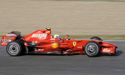Los Ferrari confirman su dominio en Valencia