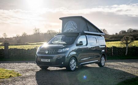 La Opel Vivaro se camperiza con hasta dos camas, cocina y panel solar, desde 51.300 euros