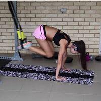Trabaja tus abdominales en TRX con estos tres ejercicios en suspensión