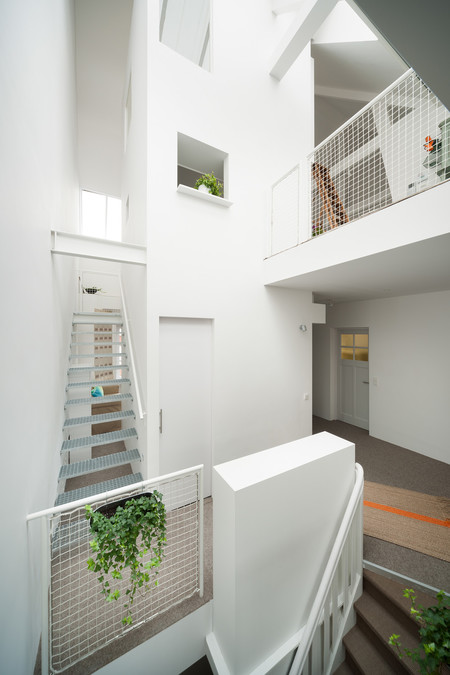 Minimalist Amsterdam Apartment With Lots Of Open Space 9