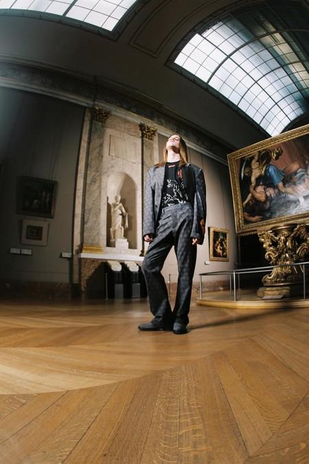 Las Obras Del Louvre Salen A Las Calles Con La Nueva Coleccion De Off White Por Virgil Abloh 11