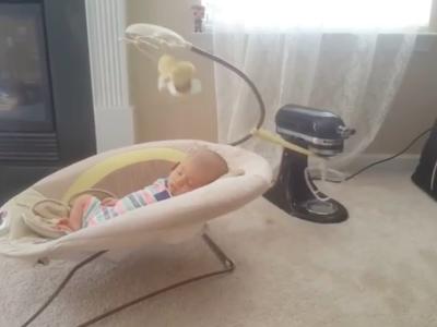 Balanceo y ruido blanco con una batidora: el invento casero de una madre para dormir a su bebé